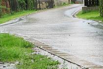 Voda v Kukli po prudkém dešti.