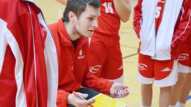 Pod vedením Martina Šorfa má litomyšlský klub v této sezoně v ligových soutěžích dívek dvojnásobné zastoupení.