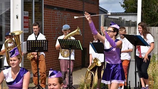 ČESKÁ DECHOVKA. Žáci bysterské základní umělecké školy předvedli svůj hudební i taneční talent.