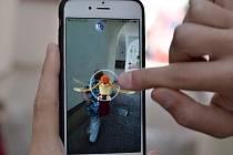 KDEKOLIV. Pokémony můžete najít na jakémkoliv místě. Třeba v uličkách města kudy prochází nicnetušící lidé.