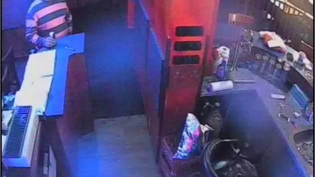 Policie hled mue, kterho podezv z podvodu pi placen v