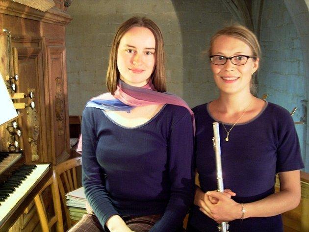Lucie Žáková (vlevo) hraje na varhany a po návratu do Čech uspořádala v rodné Litomyšli koncert.