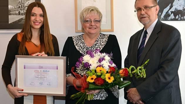 Naděžda Tomčíková (uprostřed) se stala Ženou regionu Pardubického kraje.