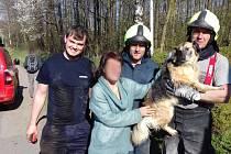 DOBROVOLNÍ HASIČI z Budislavi vyjížděli v pondělí odpoledneck záchraně psa, který uvízl v odvodňovacím potrubí.