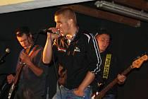 Benefice pro Zelené Vendolí. Na punkovém koncertě v Květné vystoupila také skupina Soukromey pozemek.
