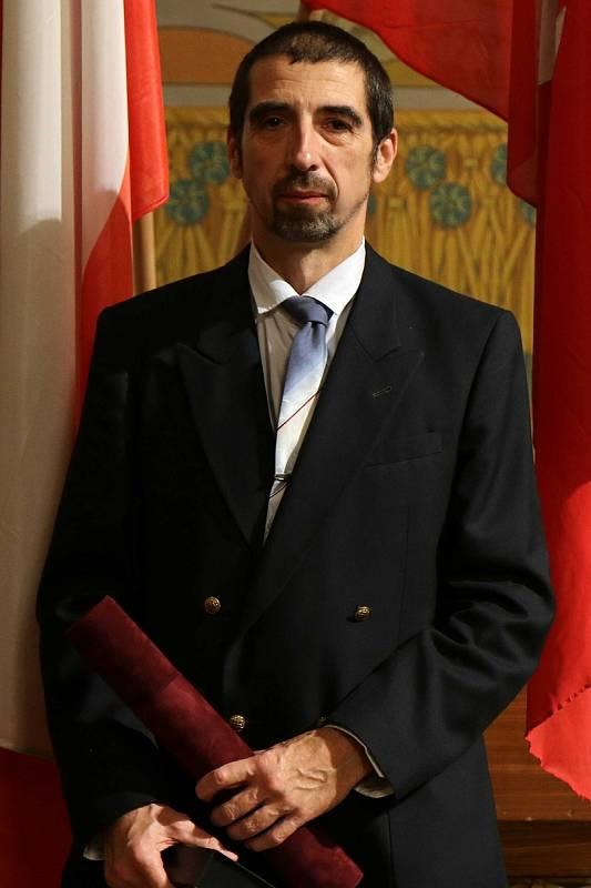 Jiří Smékal byl oceněn za dlouholeté zásluhy v trénování dětí a mládeže v karate a vedení mladé generace ke sportu a aktivnímu životnímu stylu.