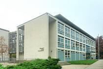 ZÁKLADNÍ ŠKOLA T. G. MASARYKA je jedna ze staveb, pod kterou jsou podepsaní stejní architekti.