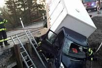 K havárii dodávky vyjížděli hasiči v pondělí v pět hodin ráno do Borové.