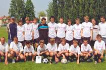 STARŠÍ ŽÁCI TJ Svitavy (na snímku po vítězném krajském finále na domácím stadionu)