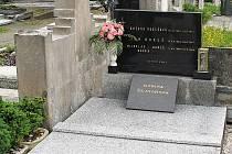 Hrob básníka Miloslava Bureše.