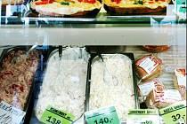 Většina zákazníků ani netuší, že by cena výrobku kupovaného v bufetu nebo cukrárně a konzumovaného mimo jejich prostory měla být podle zákona nižší.