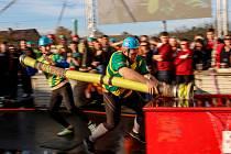 V ŠIROKÉM DOLU závodily v sobotu dvě stovky týmů hasičů z České i Slovenské republiky.