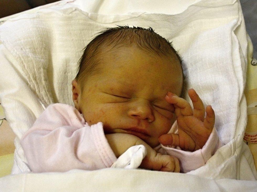 EDITA PECHÁČKOVÁ. Narodila se 10. listopadu Martině a Michalovi z Lanškrouna. Měřila 46 centimetrů a vážila 2,8 kilogramu.