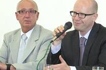Bohuslav Sobotka s poslancem Václavem Neubauerem.