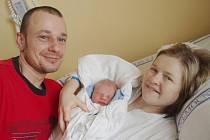 TOMÁŠ BARTOŠ. Ve středu třetího února se ve svitavské porodnici narodil prvorozený syn manželů Ilony a Martina Bartošových z Opatova. Chlapeček, který se poprvé rozkřičel v 18.18 hodin, měřil půl metru a vážil 3,18 kilogramu.