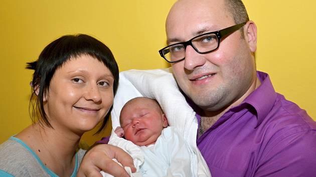KAROLÍNA NAVRÁTILOVÁ. Narodila se 4. června Simoně a Stanislavovi ze Svitav. Měřila 48 centimetrů a vážila 3,25 kilogramu.