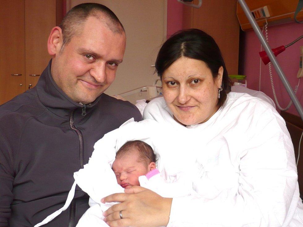 ELIŠKA KUSÁ. Malá slečna spatřila světlo světa 1.  dubna v 19.45 hodin. Sestřičky v  litomyšlské porodnici jí navážily 3,65 kilogramu a naměřily rovného půl metru.