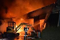 Požár haly v Čisté.