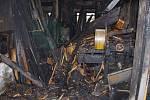 Následky požáru truhlárny v Borové