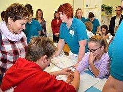 V rámci akce ZDRAVOhrátky se mohli žáci základních škol seznámit mimo jiné s prací záchranářů a lékařů.