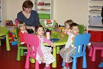 V hlídacím centru ve Svitavách se o děti postarají kvalifikované tety. Tam, kde oba rodiče pracují a zklamalo umístění do školky, zcela určitě pomůže. Službu už využívá na dvacet rodin.