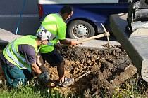 Stavba nových chodníků v Poličce.