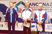 Na stupních vítězů. Dvakrát se Ivo Strnad (vlevo) postavil v Anconě mezi elitní trojlístek a zažil krásné pocity každého sportovce.