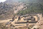 NÁDHERA. Výhled z chrámu na skalách.
