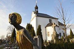 DOMINANTOU HŘBITOVA v Litomyšli s více než třemi tisíci hroby je kostel svaté Anny.