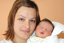ŠIMON NEČAS. Chlapec spatřil světlo světa prvního října ve 3.12 hodin ve svitavské porodnici. Vážil 3,61 kilogramu a měřil půl metru. S rodiči Lucií a Jiřím a tříletou sestřičkou Klárinkou bydlí v Moravské Třebové.