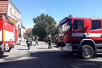 Pět jednotek hasičů zasahuje v Dolním Újezdu u Litomyšle v místní sokolovně, kde došlo k menšímu požáru.