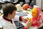 Kuchaři z Poličky ukazují svoje umění i ve vyřezávání ovoce.