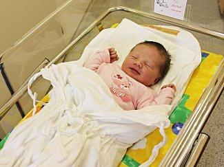 MARIANA KOUTNÁ potěšila své rodiče Evu a Vojtěcha 28. května. Po narození jí navážily sestřičky 3,7 kilogramu a naměřily 51 centimetrů. Vyrůstat bude v Jevíčku.