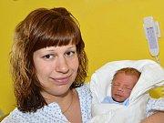 MARTIN MACH. Narodil se 3. května Lucii a Petrovi z Poříčí u Litomyšle. Měřil 43 centimetrů a vážil 2,04 kilogramu. Má sestřičku Elenku.