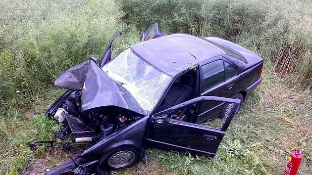 Těžká dopravní nehoda se stala na silnici u Květné mezi Poličkou a Svitavami.