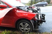 Střet dvou aut zpomalil provoz.