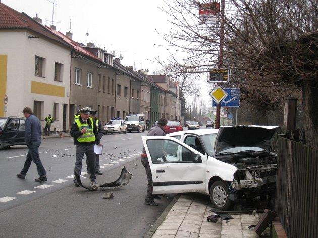 Nehoda u svitavského evangelického kostela na Poličské ulici.