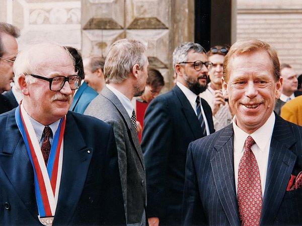 Václav Havel jako prezident uspořádal vroce 1994setkání sedmi evropských prezidentů vLitomyšli. Tehdy je vítal starosta Miroslav Brýdl.