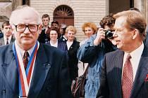 Václav Havel jako prezident uspořádal v roce 1994 setkání sedmi evropských prezidentů v Litomyšli. Tehdy je vítal starosta Miroslav Brýdl.