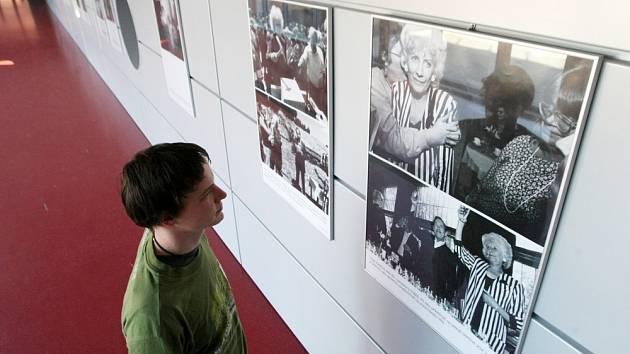 LISTOPADÁNÍ přinese kromě besed a hudby také zajímavou výstavu fotografií Olgy Havlové. Ilustrační fotografie