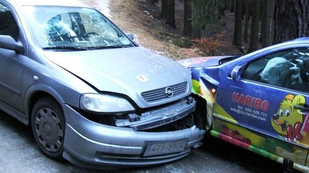 Opel se střetl s fábií.