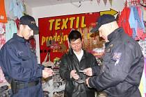 Při akci Pobyt prověřovala cizinecká policie nejen Vietnamce
