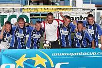 Gamblers z Mostu se před rokem takto radovali z poháru Qanta. Teď je před nimi velká výzva, ještě nikomu se v historii turnaje nepodařilo výhru obhájit. Severočechům ale narostla konkurence.