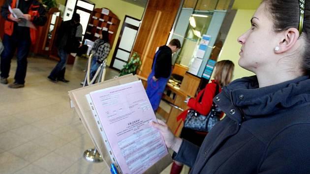 Finanční úřady během druhé poloviny března prodlužují i provozní dobu. V kraji vybral i deset kontaktních míst.