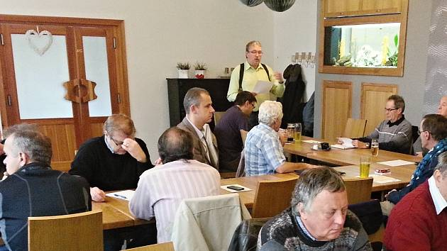 Výroční schůze svitavských filatelistů.