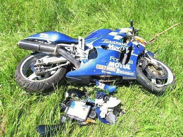 Rychlou jízdu na motocyklu nezvládl.