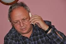 Nálada ve štábu ODS ve Svitavách. Jejich lídr Jaroslav Klodner se nakonec nedostal ani do zastupitelstva.