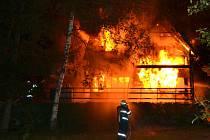 Požár chatky v Budislavi.