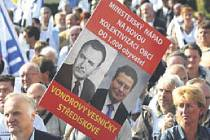 Vloni v září demonstrovala v Praze tisícovka starostů českých měst a obcí za více peněz ze státní pokladny do jejich rozpočtů.