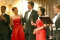 """Opera se uskutečnila letos pod """"májovým stropem""""."""